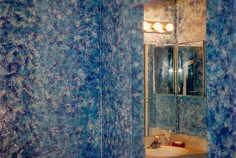 Blue sponged bathroom wall